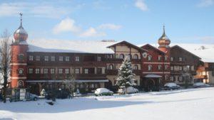 boehmerwald-familienferien-bayerischer-wald-wellnesshotel-winterurlaub-aussenansicht-1200
