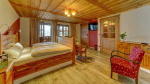boehmerwald-familien-wellness-hotel-zimmer-bayersicher-wald-uebernachtung-1200
