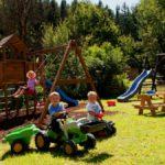 neuhof-3-sterne-familienhotel-kinderspielplatz-bayerischer-wald-1200