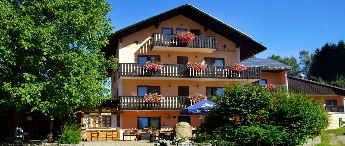 Bayerischer Wald 3 Sterne Hotel mit Hallenbad Hausansicht