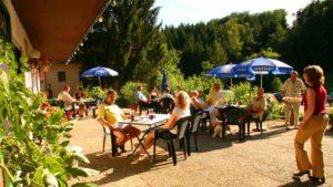 neuhof-3-sterne-landhotel-biergarten-niederbayern-wandern-biker-1200