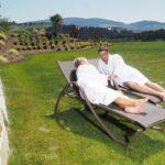 obermueller-wellnesshotel-relaxen-liegewiese-natururlaub-bayerwald-1100