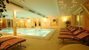 oswald-wellnesshotel-kuschelreisen-schwimmbad-bayerischer-wald-hallenbad-1100