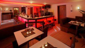reibener-hof-wellnesshotel-bayern-abendunterhaltung-hotelbar-1100
