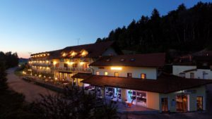 reibener-hof-wellnesshotel-niederbayern-wellnesstag-aussenansicht-1100
