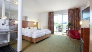reibenerhof-wellnesshotel-private-day-spa-zimmer-wellnessurlaub-niederbayern-doppelbett-1100