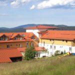 waldeck-wellnesshotel-bayersicher-wald-familienurlaub-hundefreundlich-aussenansicht-1100