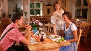 waldeck-wellnesshotel-familienurlaub-mit-hund-restaurant-essen-gehen-1100
