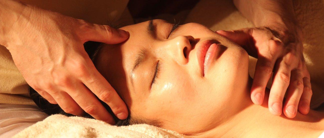wellness-kopf-gesicht-massage-frauen-maenner-entspannen-1300